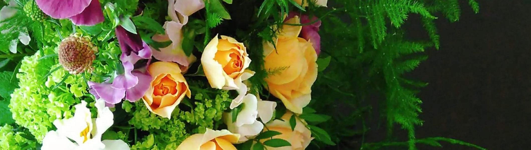 イデュースは、「花と煎茶と能楽」を通して感性を育てる少人数制の「大人の女性のたしなみさろん」です。